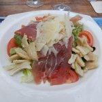 salade Ile de Beauté (tomate, jambon corse, tome corse...)