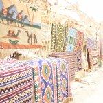 بازارات المشغولات اليدوية في الطريق الصاعد لقلعة شالي