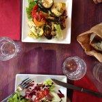 Ravioli à la truffe et penne all'arrabbiata Antipasti végétarien et salade du jour
