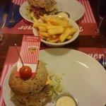 Cheeseburger, Deluxe burger en frietjes voor 2