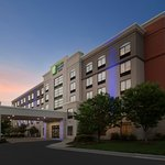 Holiday Inn Express & Suites - BWI Airport North