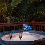 """An """"Evening of Romance"""" at Honu Kai"""