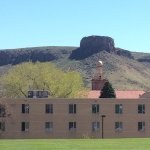The museum entrance and view of the butte as you walk towards the place where you can rock out.