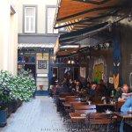 """το καφέ """"Ara Cafe"""" στο Πέραν, σε μία πάροδο της Ιστικλάλ, λίγο πιο κάτω από το Λύκειο του Γαλατά"""
