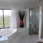Bathroom in Protea room