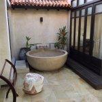 Outdoor pampering bathtub