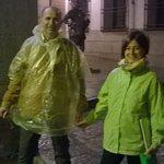 Los amigos catalanes descubriendo el Toledo Mágico, mojados pero contentos :)