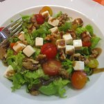 Feta and walnut salad (starter)