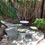 Este es un espacio en el jardin privado para cada habitación.