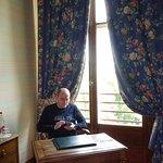 Petit bureau avant l'accès à la chambre