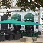 Notre terrasse se situe en début de rue piétonne face à la fontaine de la place de la Libération