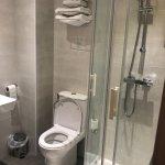 Chambre très propre avec salle de bain tout confort
