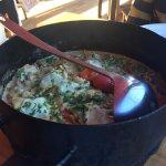 Pollo al disco con ravioles de verdura y ricota.