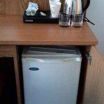 Petit frigidaire et nécessaire café