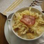 Zupa czosnkowa - świetnie smakuje, ładnie podana