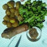 Andouillette grillée et pommes grenaille
