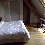 Chambre vue du lit