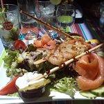 Brochette de crevettes à la plancha et saumon fumé