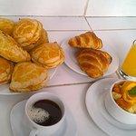desayunos de casa y variedad de empanadas