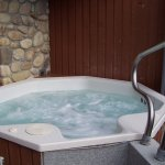 Private outdoor jacuzzi - Premier King Jacuzzi Condo
