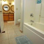Mauna Kea Room Bathroom