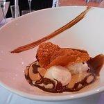 Glace vanille, espuma Moka et chocolat tiède