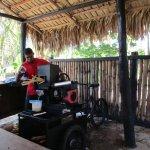 Sugar cane pressing machine
