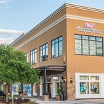 Shop Vineyard Vines and other great specialty stores in Grand Boulevard.