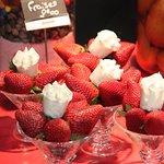 la beauté sur le   thème de la fraise c'est toujours un plaisir avec un petit café