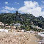 Beach Mayor Verde on side of cliff