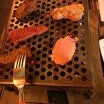 Charbonnade l'Eautrement, avec boeuf, porc, canard et agneau. Bon appétit.