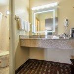 BATHROOM SMOKING/NONSMOKING 2 BEDS ROOM