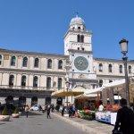 Photo de Piazza dei Signori