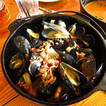 Mussels with wine, bacon and potato