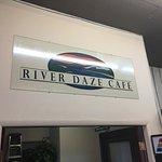 River Daze Cafe resmi