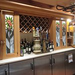 Wine and beer service bar