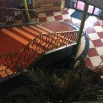 Frühstück mit traumhaften Panorama. Fitness Hallenbad und extravagante Lobby