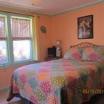 Newly Remodeled Motel Room 8 - Full Size Bed, fridge, micro, toaster,coffee maker, large shower