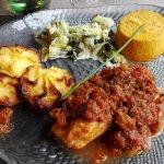 Poëlée de St Jacques et saumon aux tomates confites
