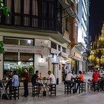 La mejor terraza de Sevilla desde la que contemplar la Catedral, la Giralda y el Archivo de Indi