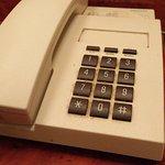 Teléfono de Sobremesa con evidentes restos de suciedad.
