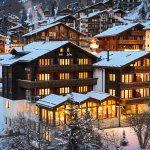 Aussenansicht Hotel Abendstimmung im Winter