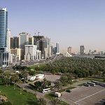 Photo de Hotel Holiday International Sharjah