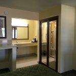 Photo de Americas Best Value Inn & Suites - Jackson Coliseum