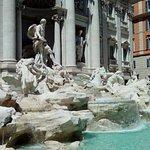 Photo de Piazza di Trevi