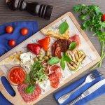 Плато по-сцилийски(Парма,салями,бри,дор блю,овощи запеченные,чиабатта,оливки)