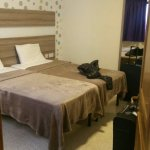 Large 2 single bed room with wardrobe and chest of drawers.