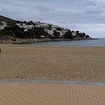 La plage quand on sort de l'hotel