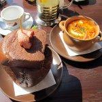 мясная солянка и гороховый суп в хлебной чашке