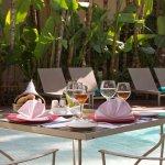 Déjeuner à la carte au bord de la piscine